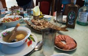 Frühstück am Prypjat Ucha (Fischsuppe) mit Horilka (Wodka) Belarus Weissrussland