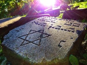 Jüdischer Grabstein auf dem alten Friedhof in Minsk Belarus Weissrussland