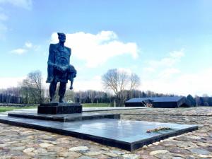 Bronzeskulptur des nicht zu unterwerfenden Menschen Chatyn Belarus Weißrussland