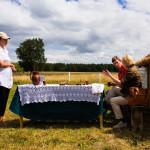 gedeckter Tisch auf dem Feld Belarus Weissrussland