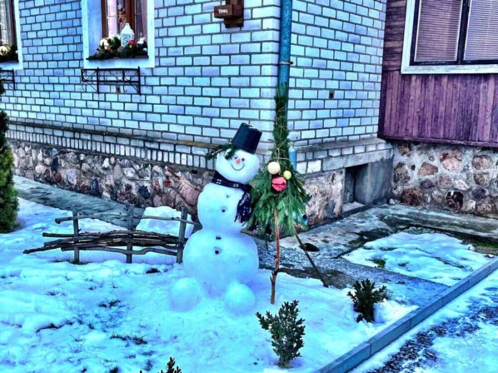 Lustiger Schneemann Belarus Weißrussland