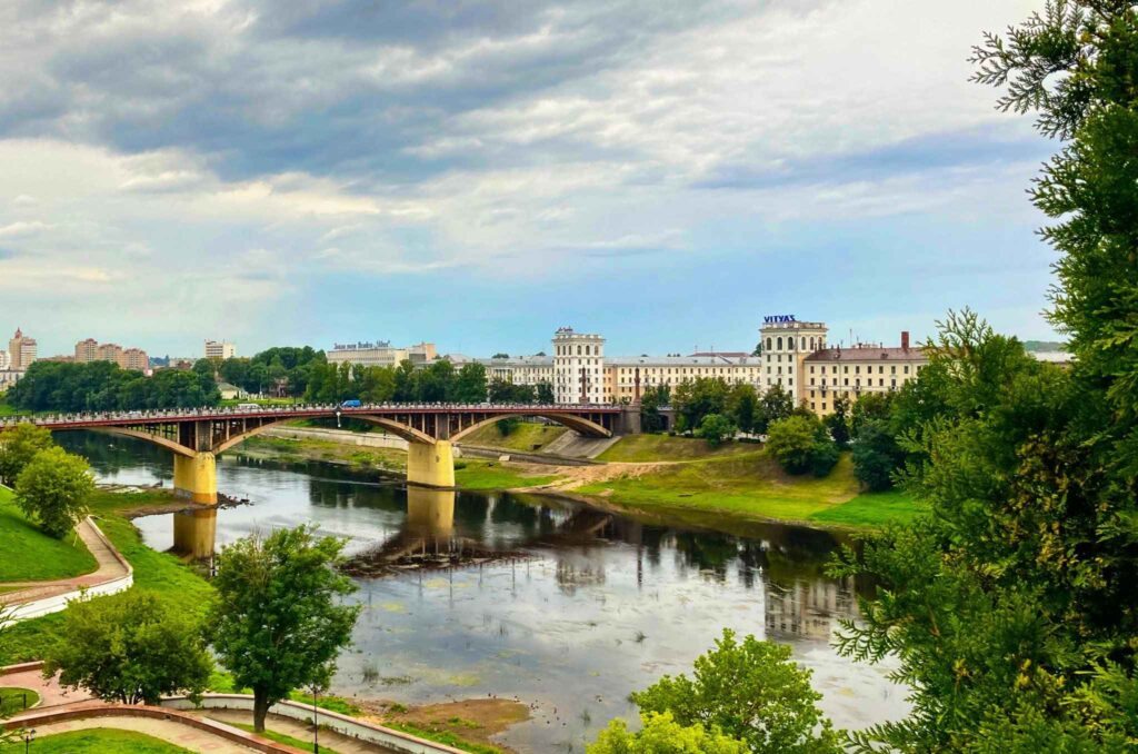 Brücke über die westliche Dwina in Witebsk   Foto: Sveta Abehtikova