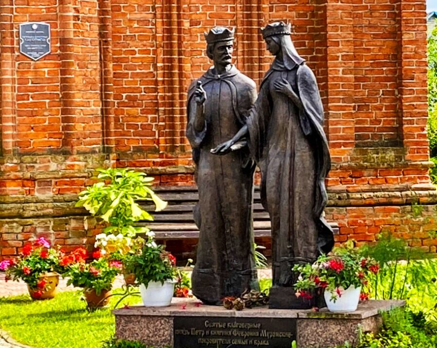 Denkmal für St. Peter und Fevronia in Sarya   Foto: Sveta Abehtikova